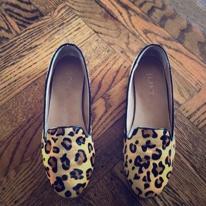 Adorable leopard print loafers